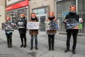 Protest przeciwko noszeniu futer